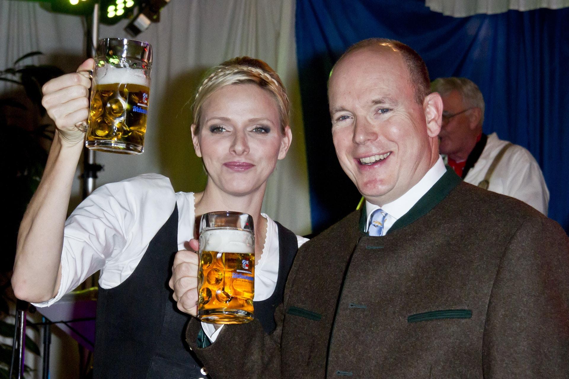 Fürstin Charlène und Fürst Albert beim Oktoberfest