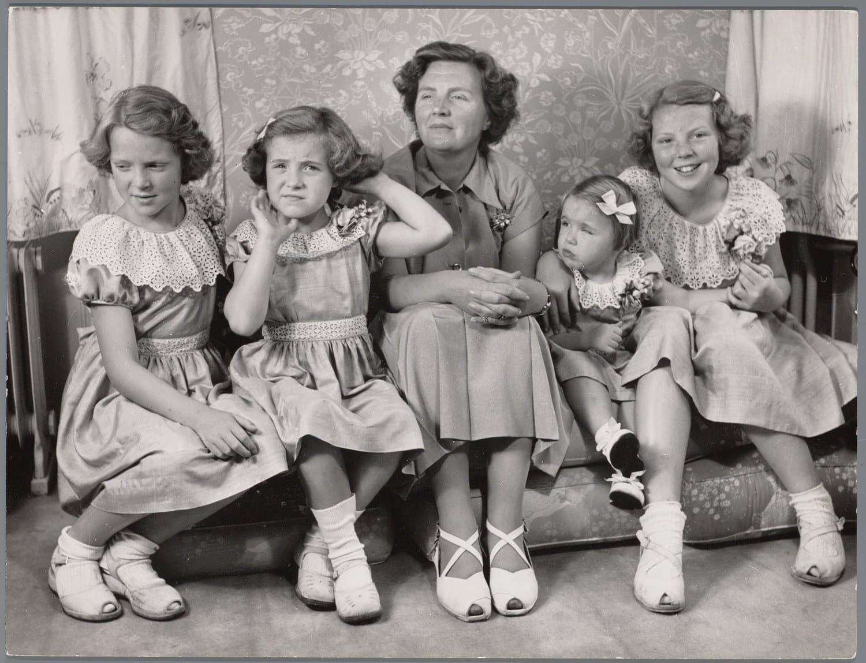 Königin Juliana mit ihren Töchtern