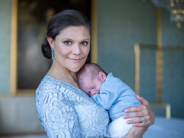 Kronprinzessin Victoria mit Prinz Oscar als Baby
