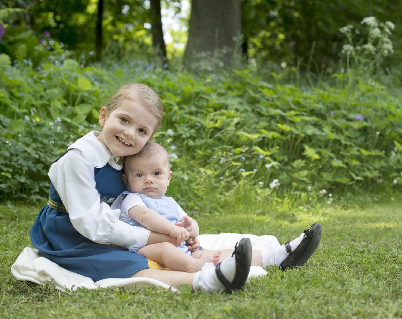 Prinzessin Estelle mit ihrem Bruder Prinz Oscar