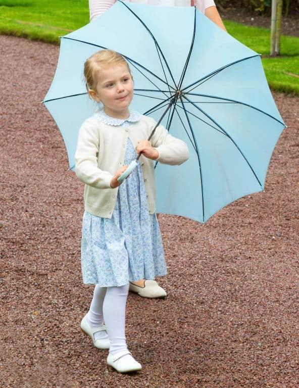 Prinzessin Estelle mit Regenschirm