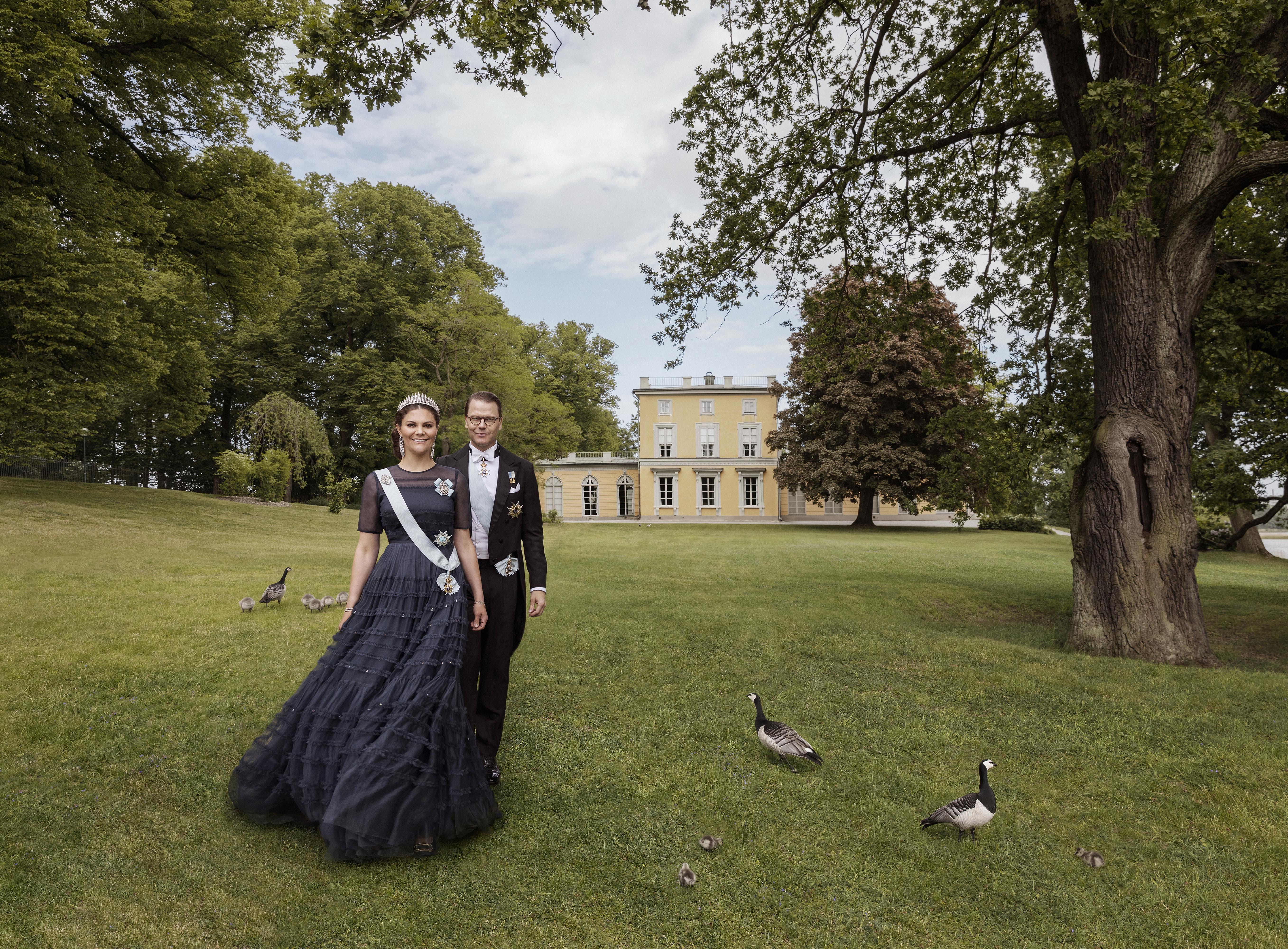 Kronprinzessin Victoria und Prinz Daniel vor Schloss Haga