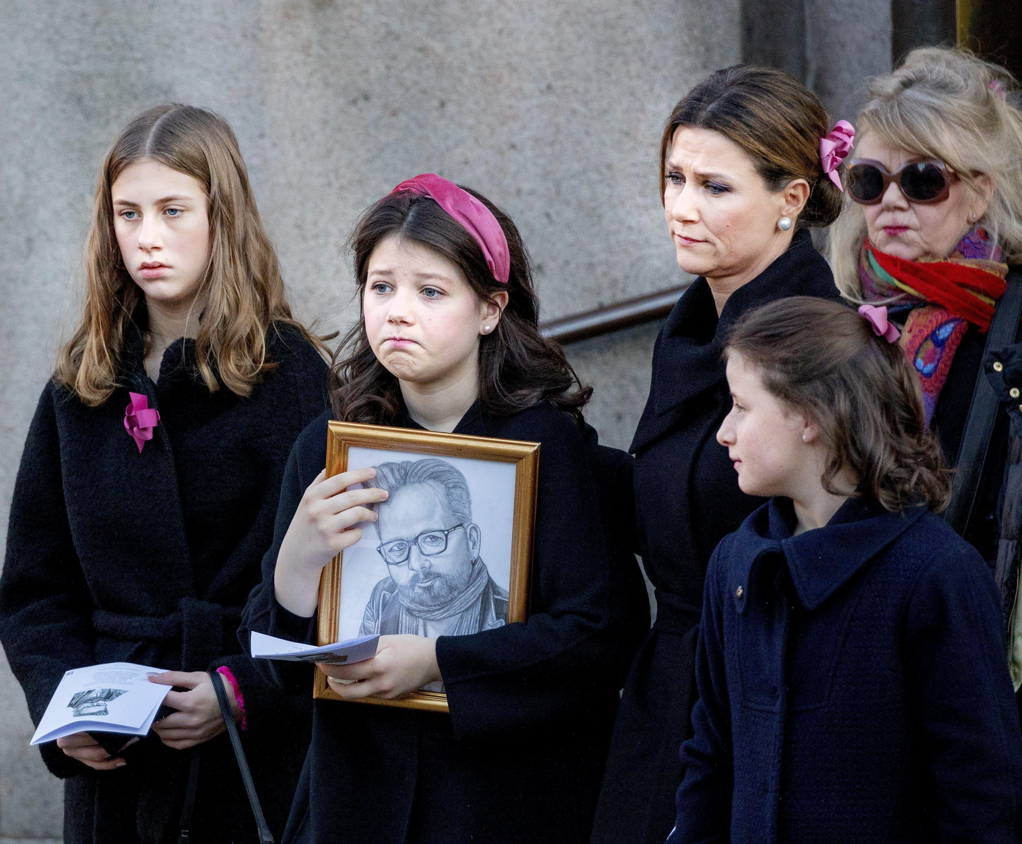 Prinzessin Märtha Louise mit ihren Töchtern Leah, Emma und Maud