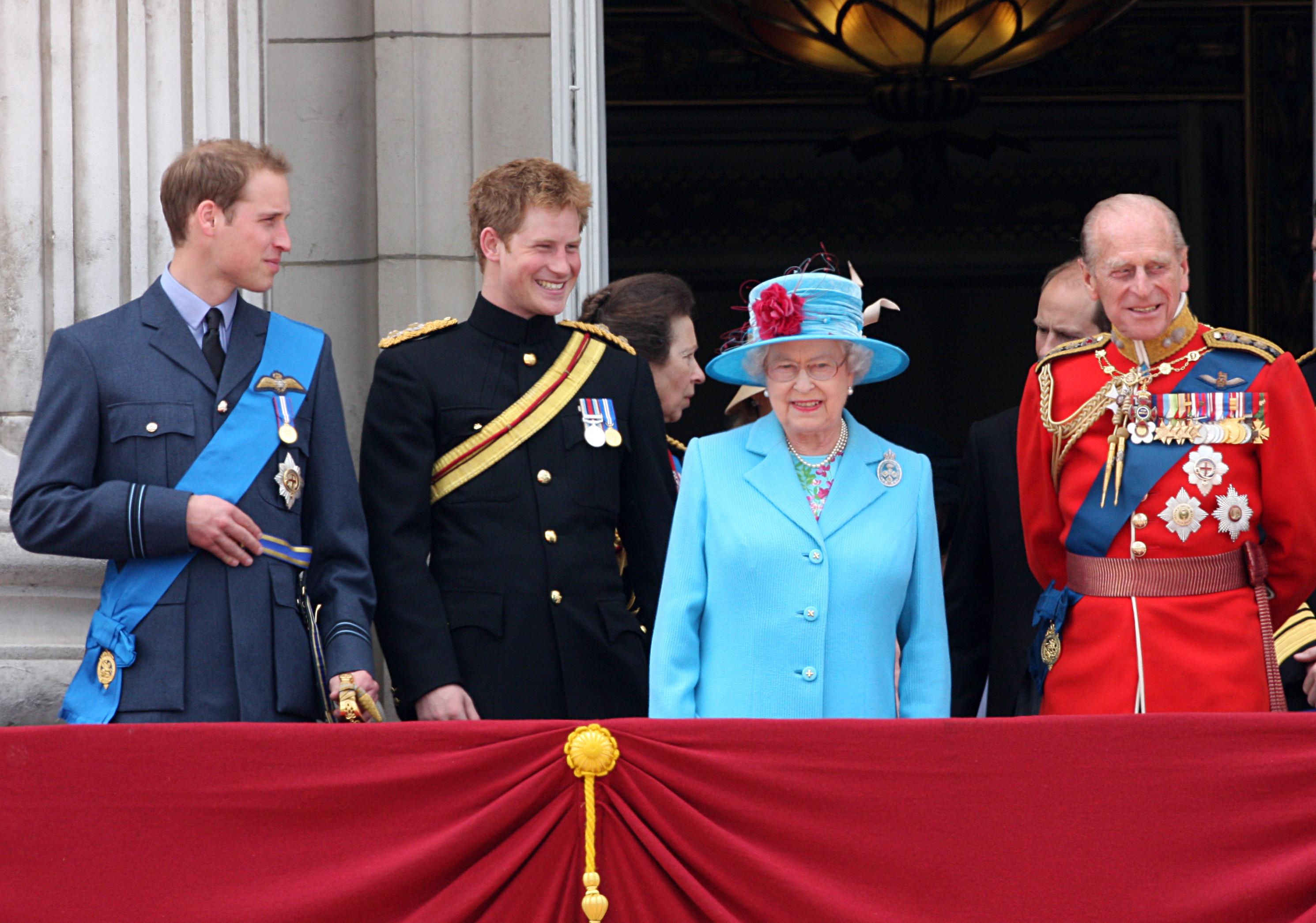 Prinz William, Prinz Harry, Queen Elizabeth und Prinz Philip