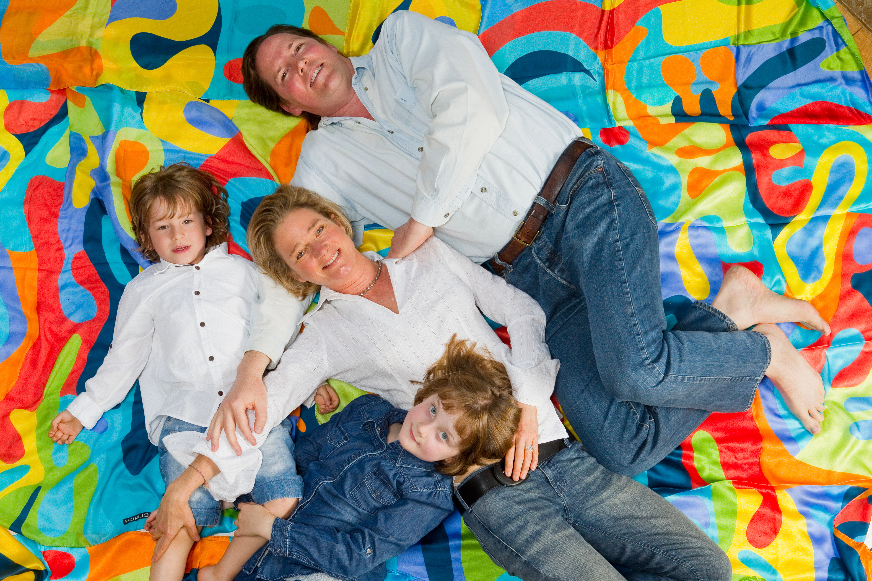 Delphine Boël mit ihren Kindern Oscar und Joséphine sowie Ehemann James O'Hare