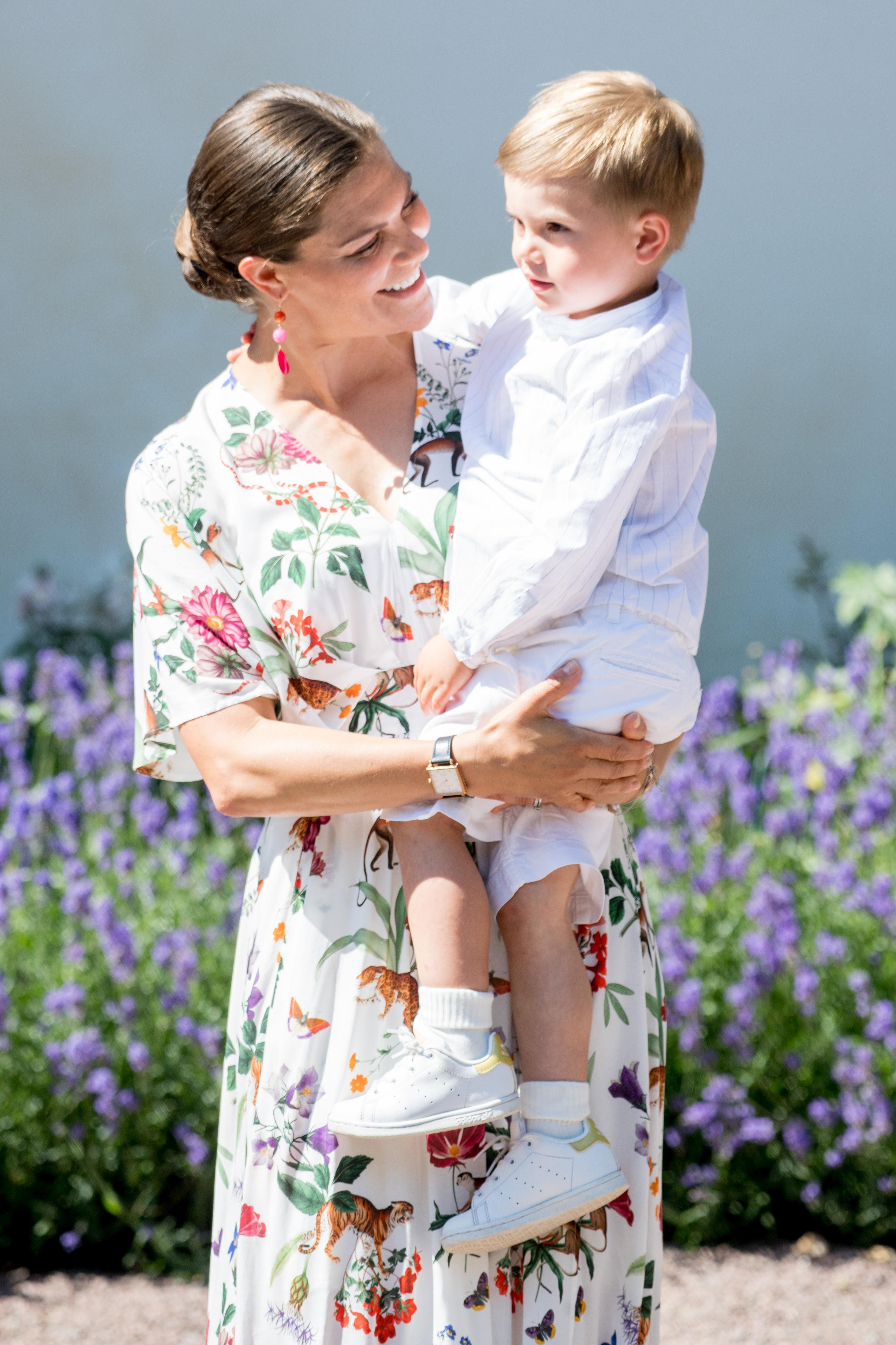 Kronprinzessin Victoria mit Prinz Oscar