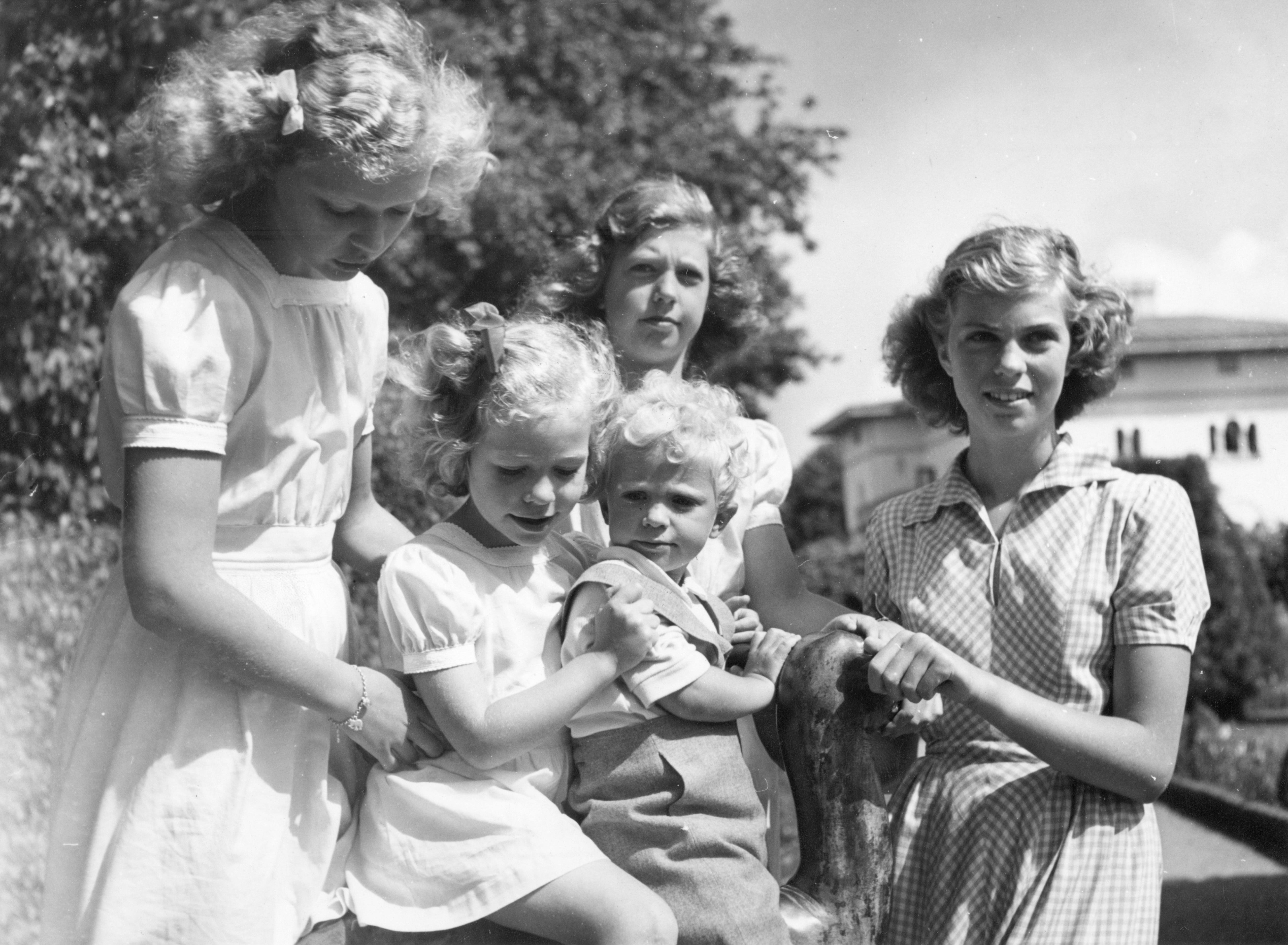 König Carl Gustaf und seine Schwestern