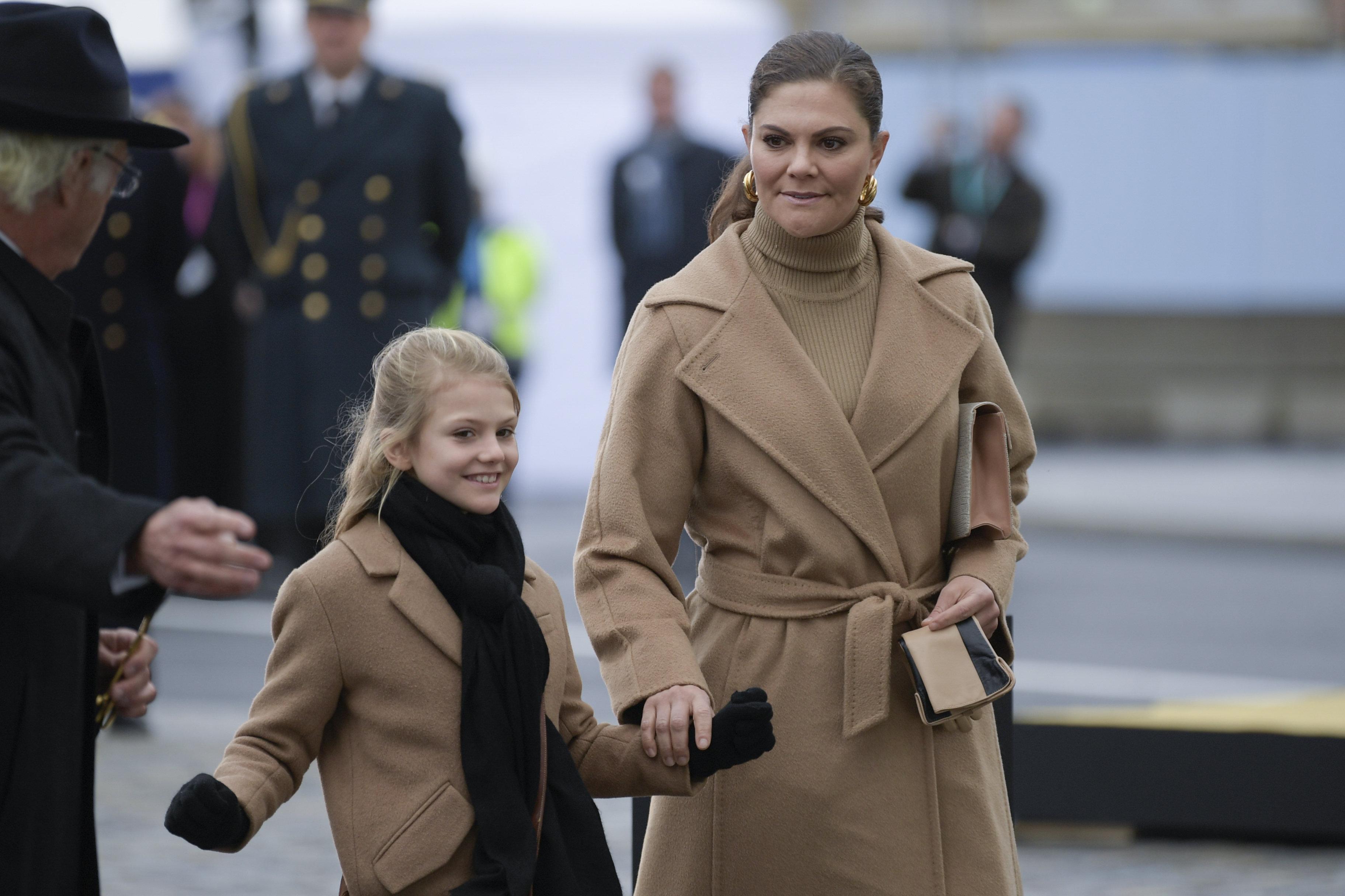 Kronprinzessin Victoria und Prinzessin Estelle von Schweden
