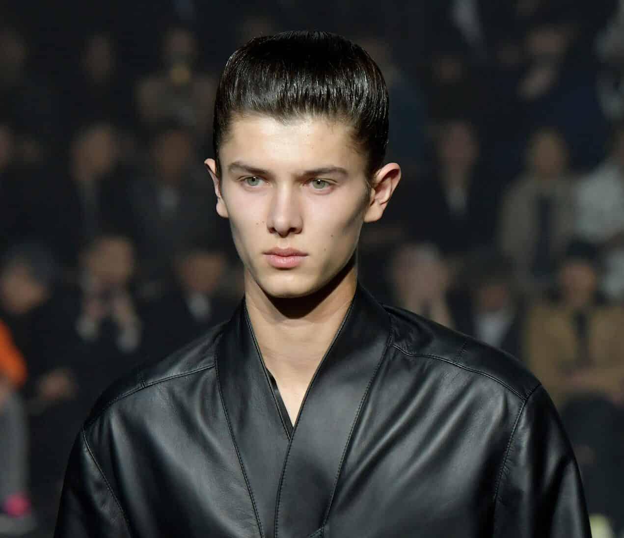 Prinz Nikolai genießt das Modelleben