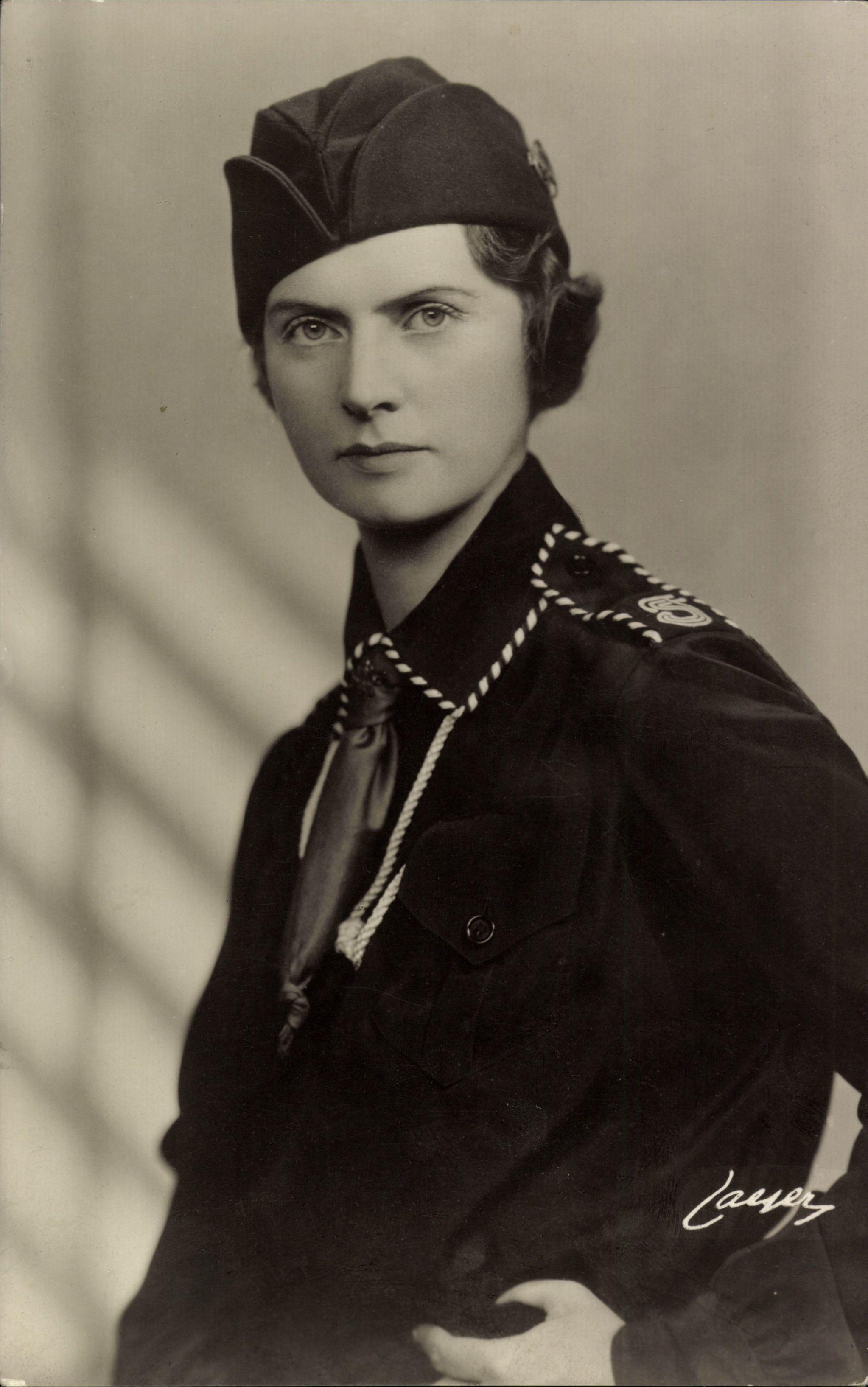 Prinsessan Sibylla von Schweden, Portrait in Uniform, Krawatte, Käppi