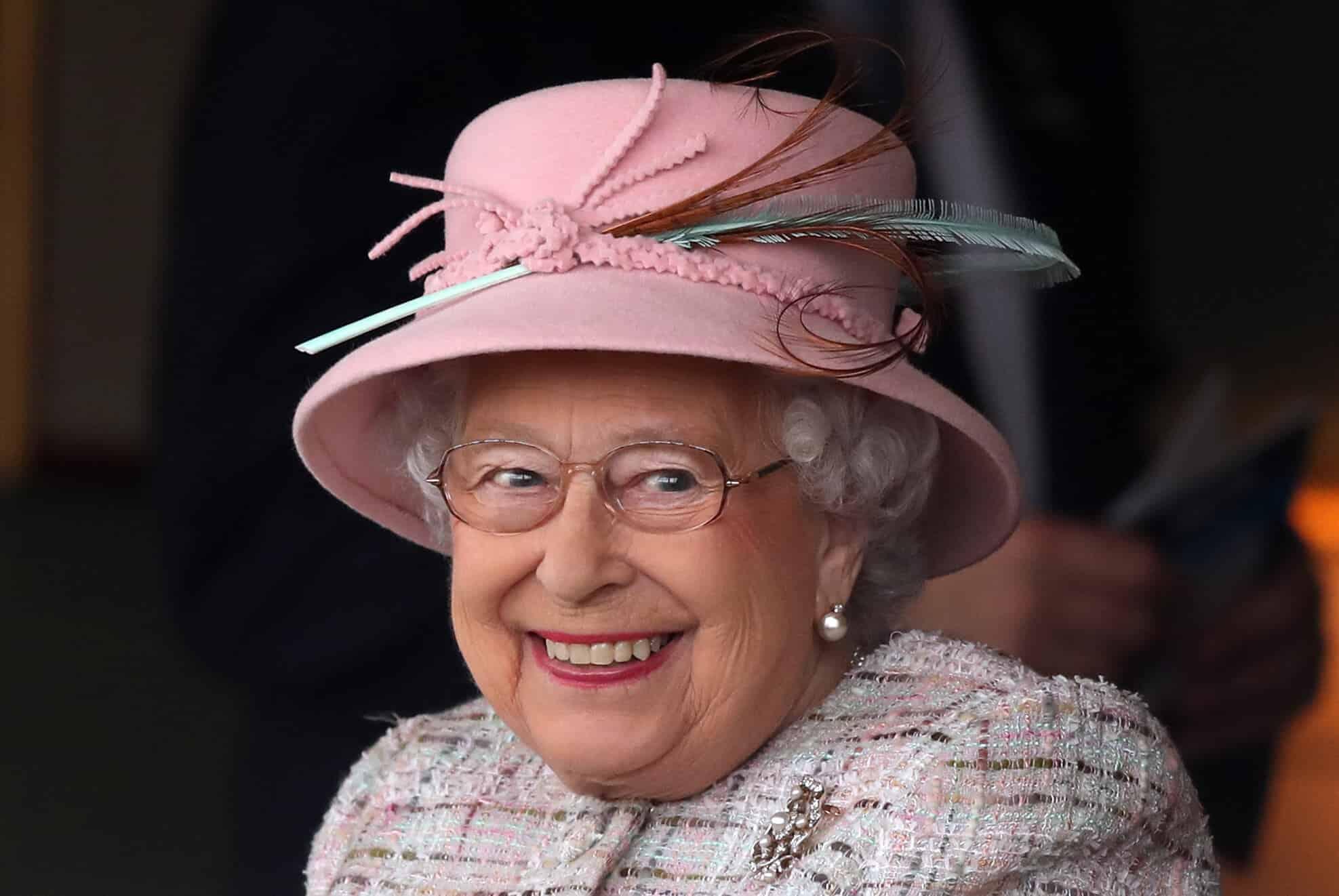 Queen Elizabeth erhält eine verfrühte Geburtstagsberraschung
