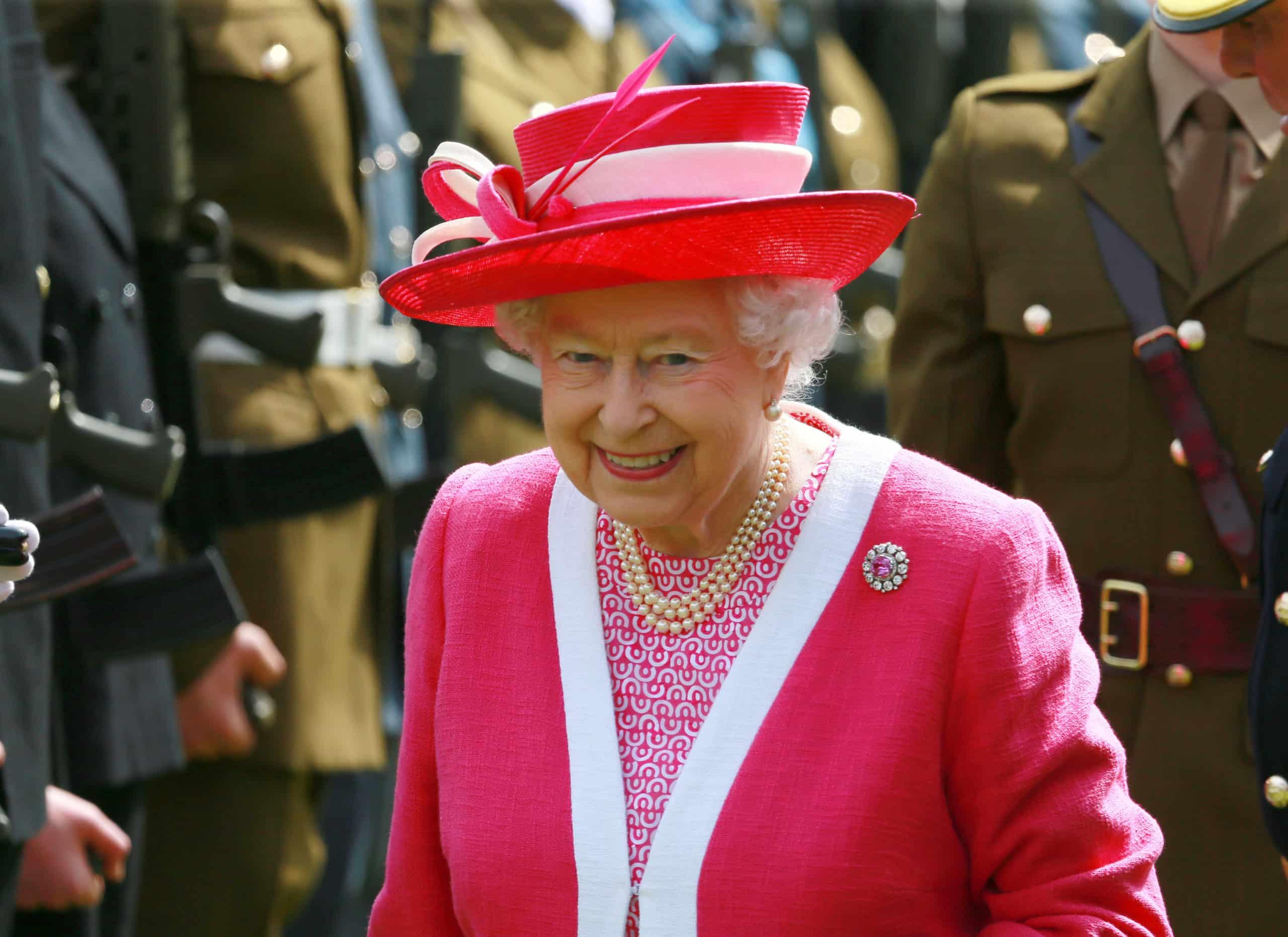 Queen Elizabeth und das Geheimnis ihrer Perlenkette