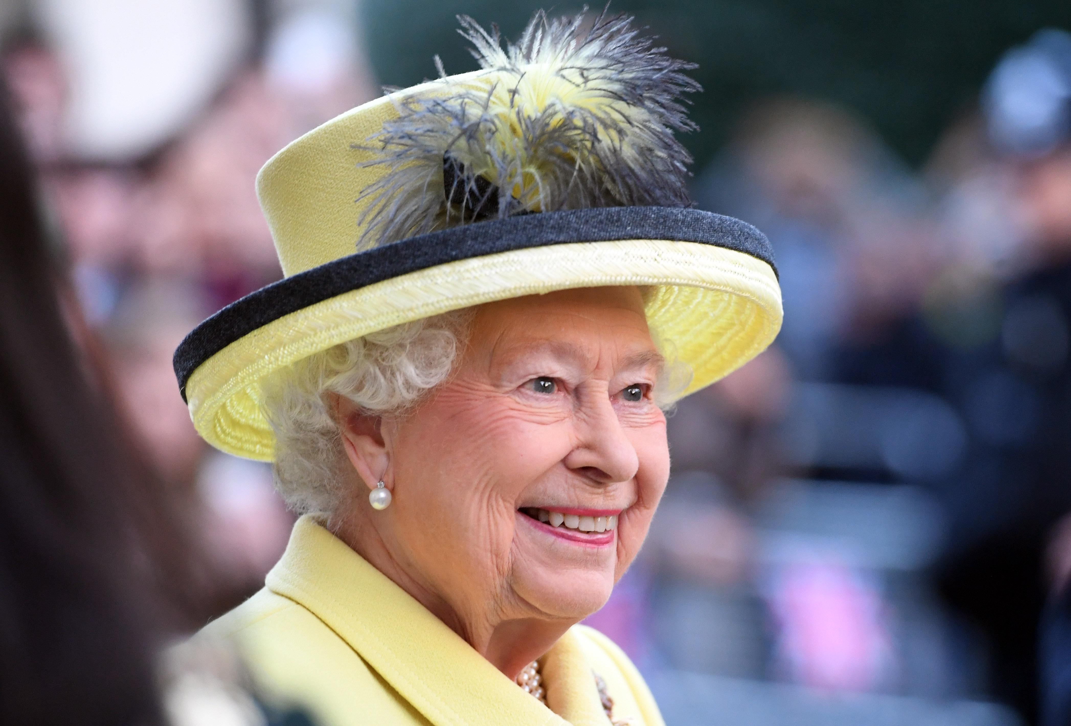 """Die Queen: Darum unterschreibt sie immer mit """"Elizabeth R"""""""