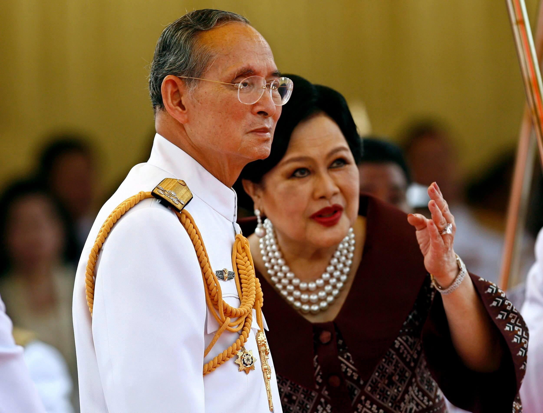 """Königin Sirikit über König Bhumibol: """"Es war Hass auf den ersten Blick"""""""