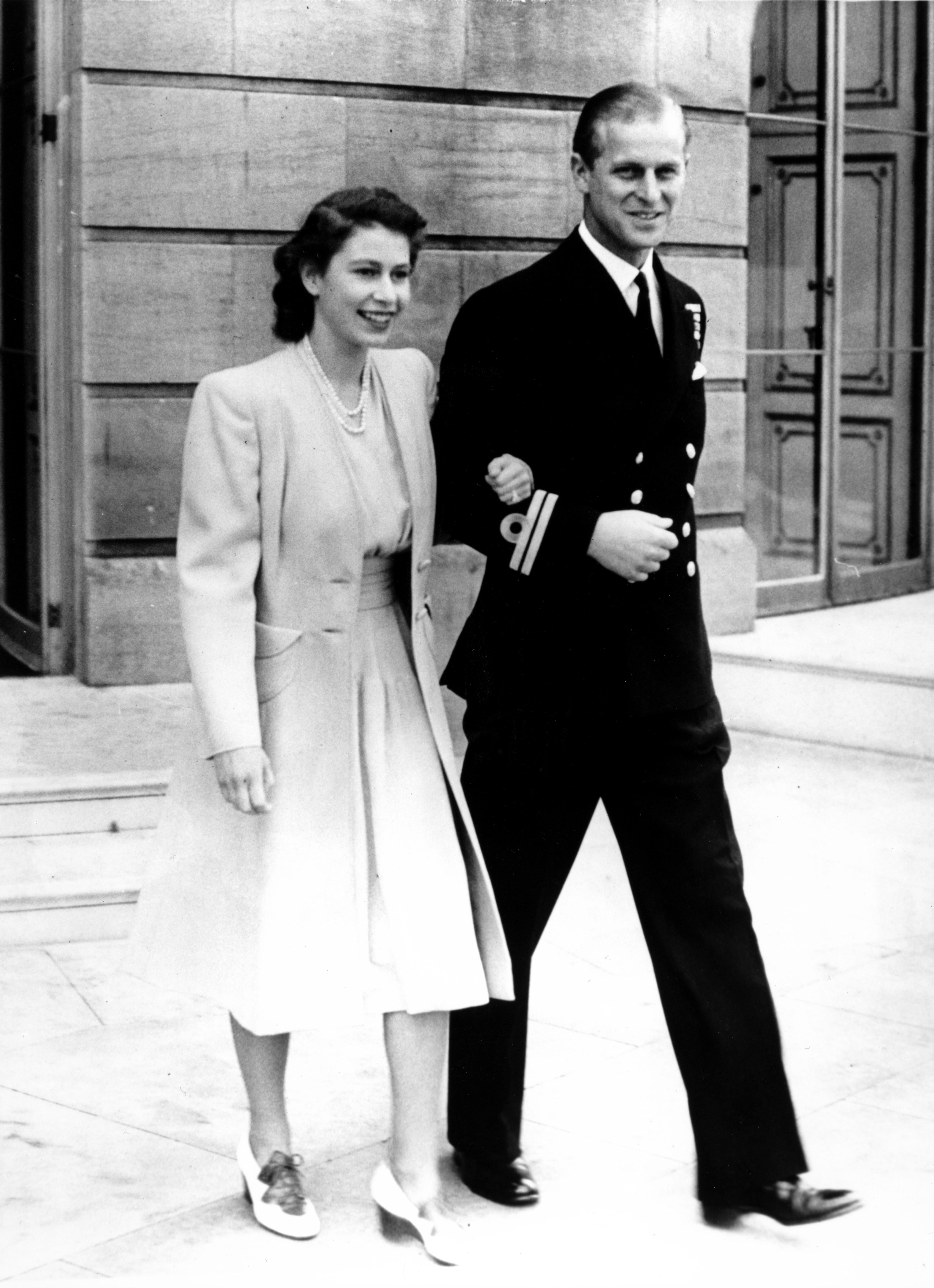 Die junge Elizabeth und ihr Verlobter Prinz Philip