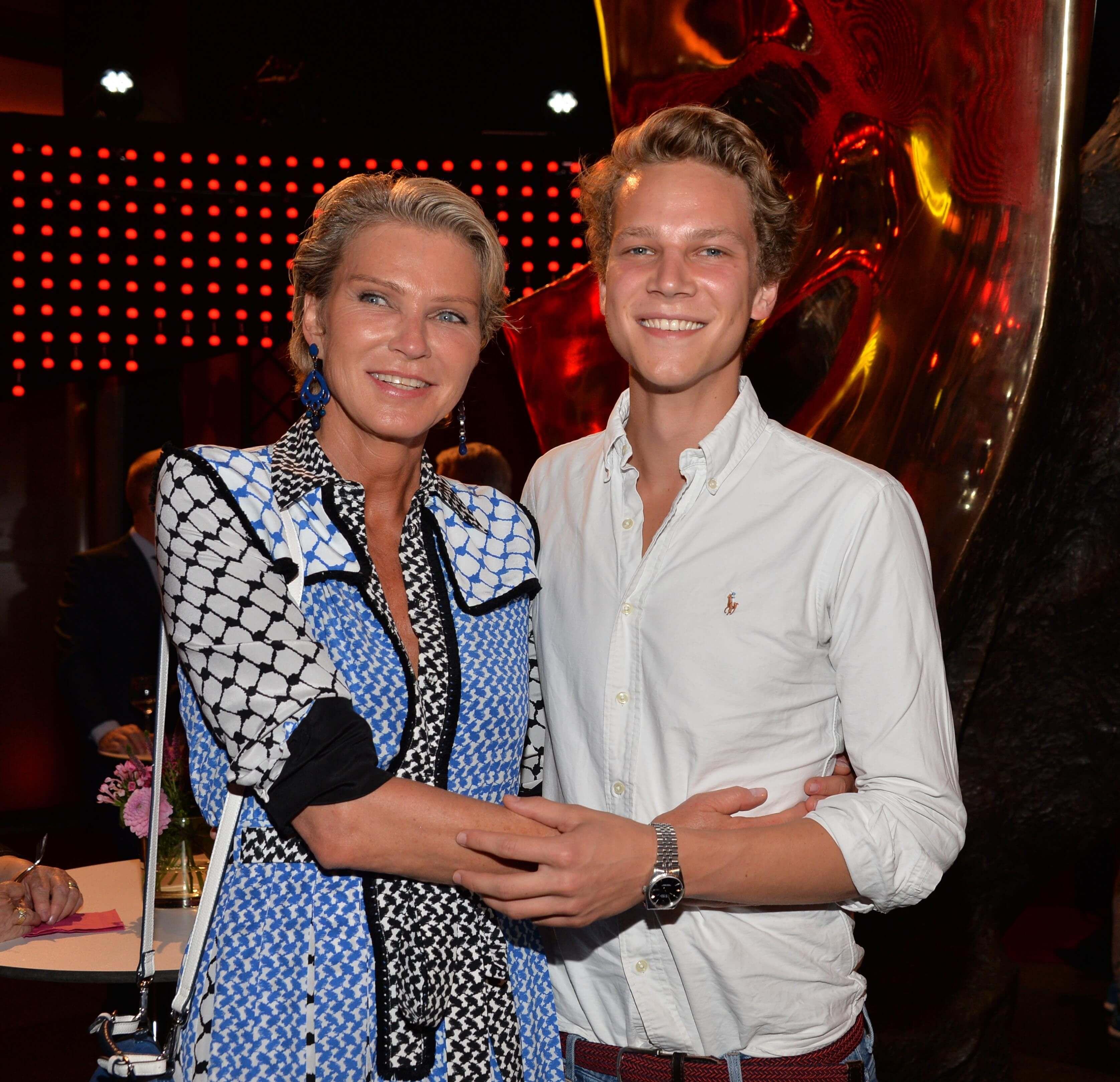 """Stephanie Gräfin von Pfuel mit Sohn Karl """"Bagusat."""