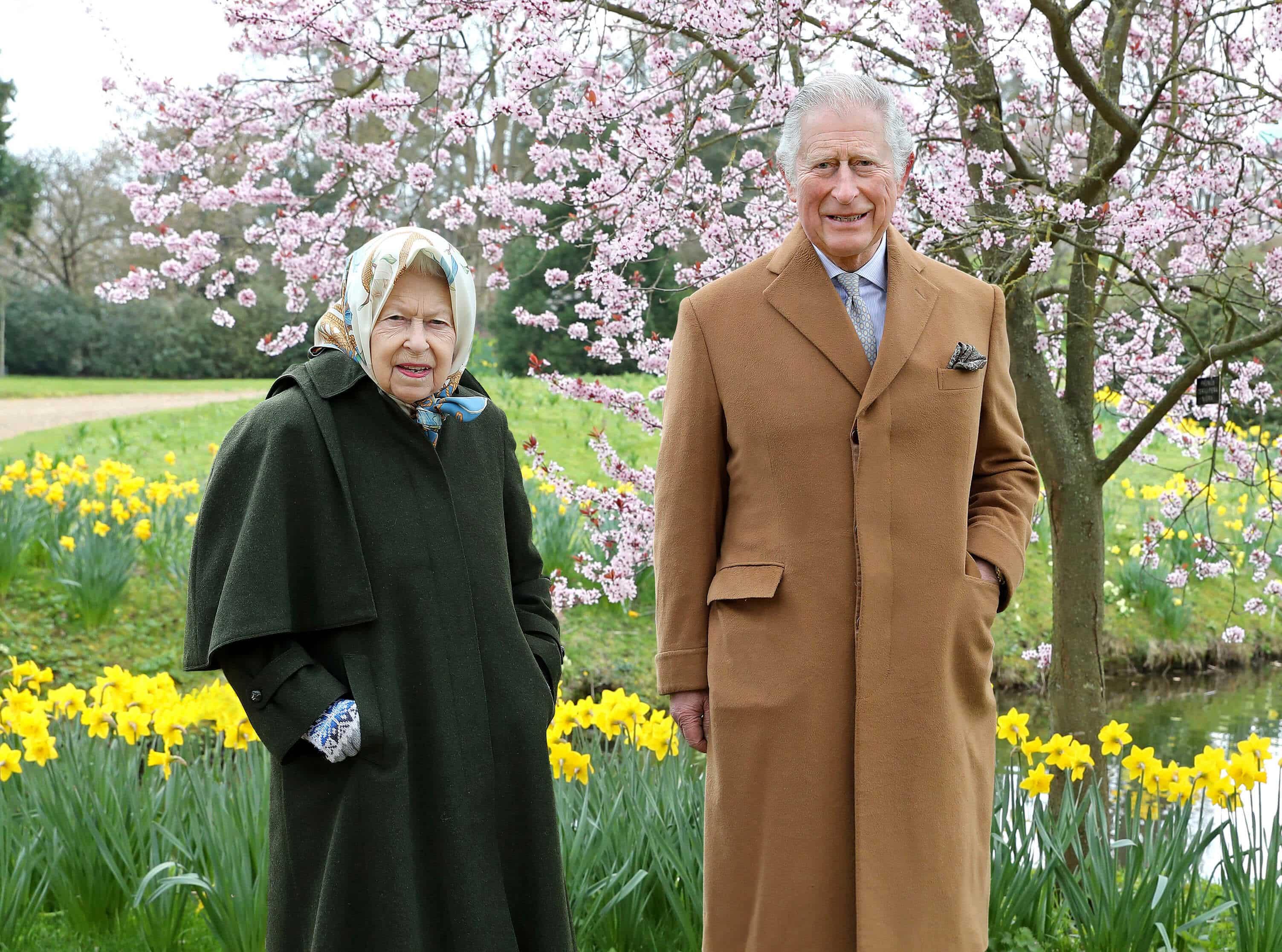 Queen Elizabeth und Prinz Charles treffen sich für Spaziergang