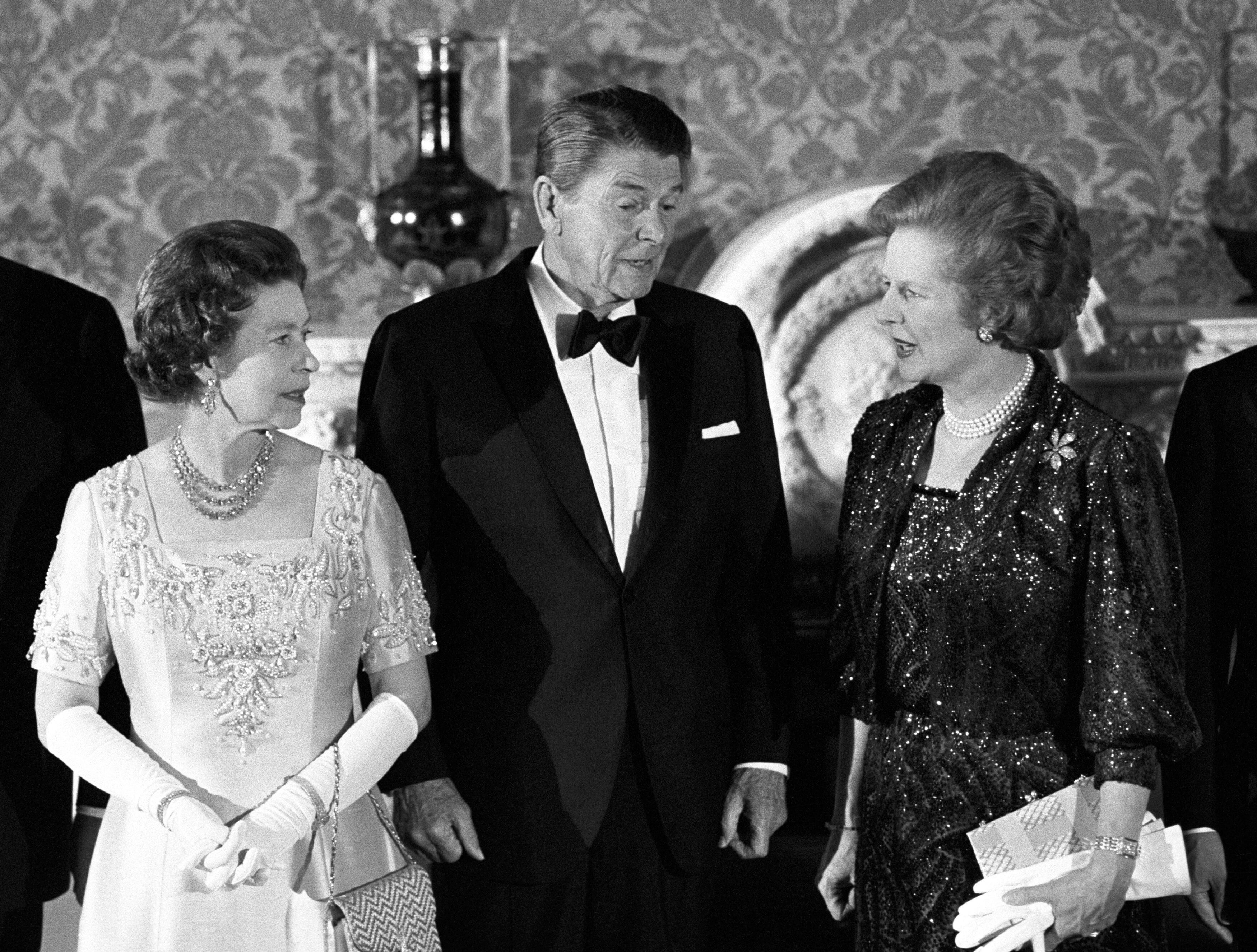 Margaret Thatcher, Queen Elizabeth II., Ronald Reagan, Buckingham Palace, Royals, Premierministerin
