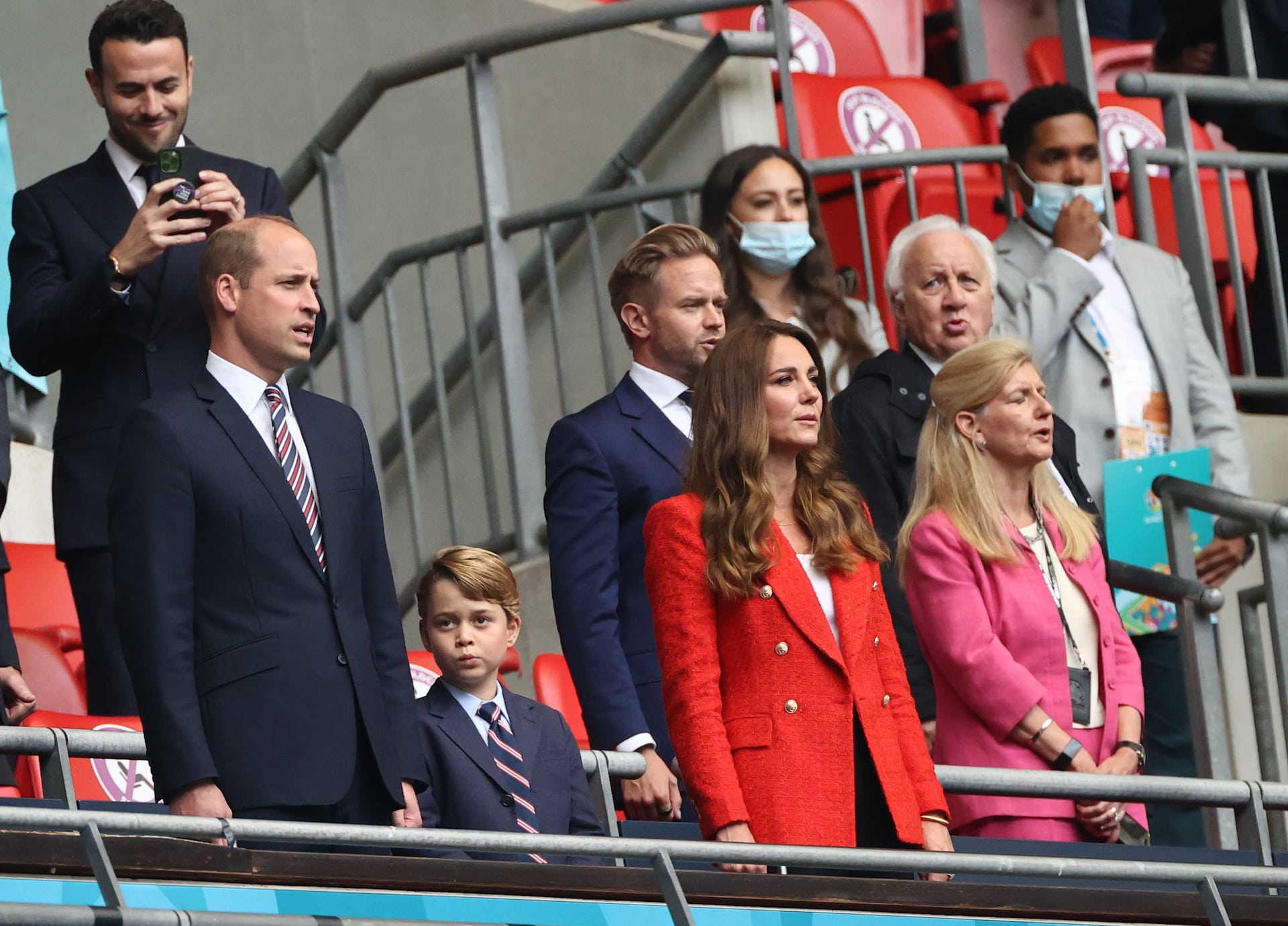 Prinz George, Herzogin Kate und Prinz William beim Fußball