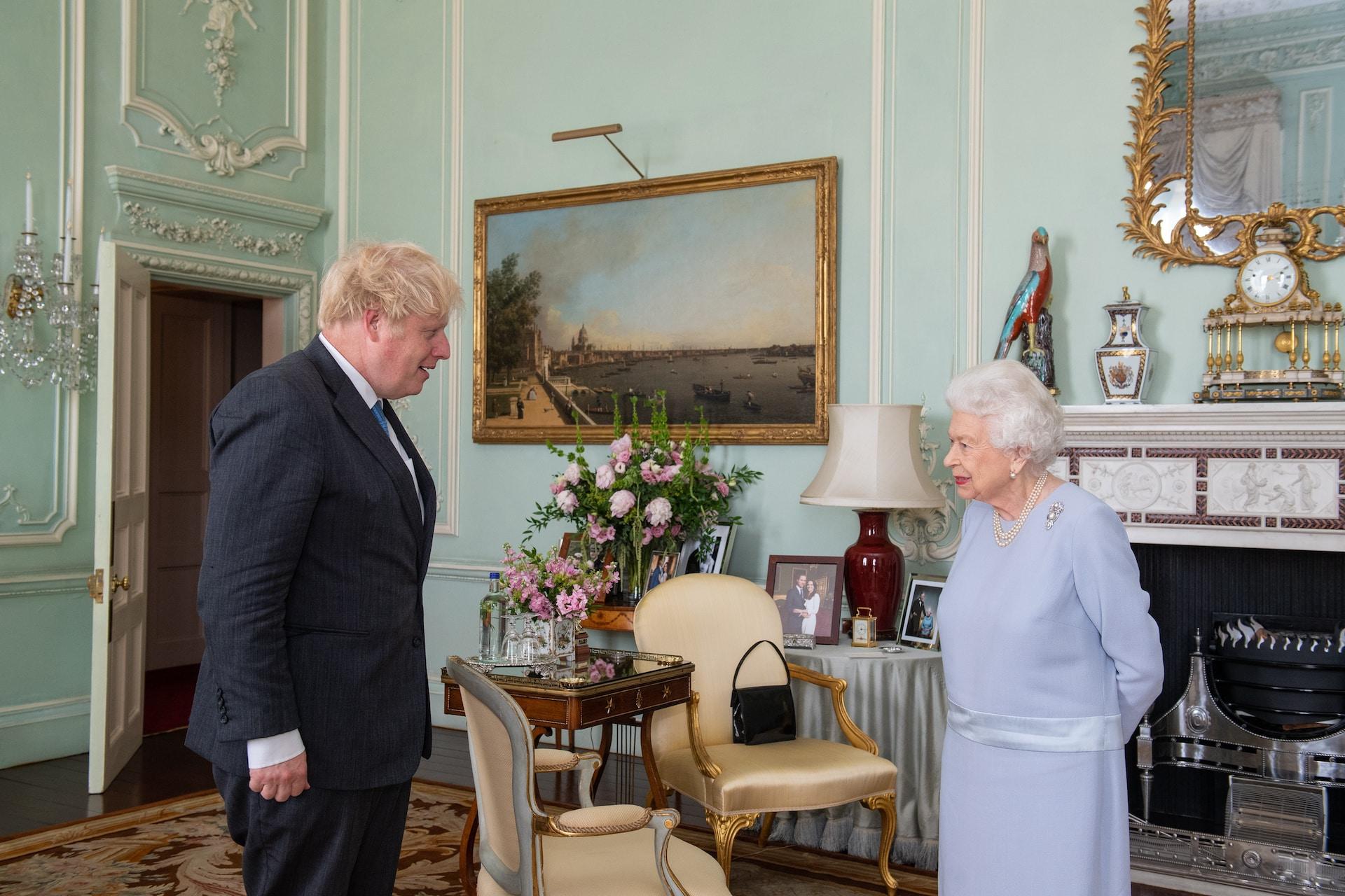 Queen Elizabeth: Foto von Prinz Harry und Herzogin Meghan versteckt