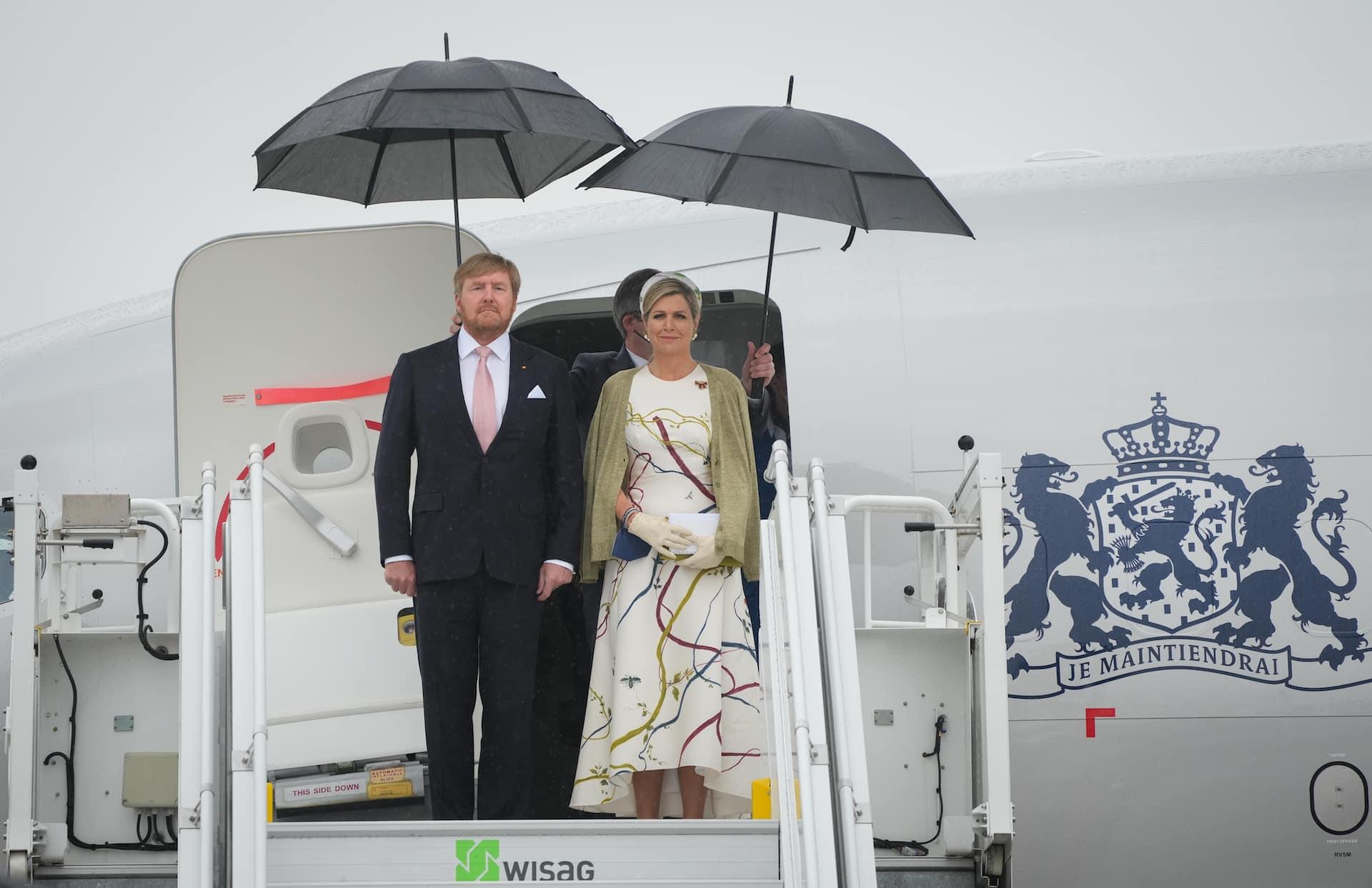 Königin Maxima und König Willem-Alexander sind am Berliner Flughafen gelandet. Das niederländische Königspaar ist für drei Tage auf Staatsbesuch in Deutschland.