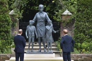Prinz William und Prinz Harry enthüllen Prinzessin-Diana-Statue