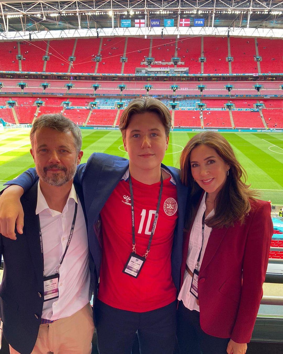 Kronprinz Frederik, Prinz Christian und Kronprinzessin Mary bei der EM 2020