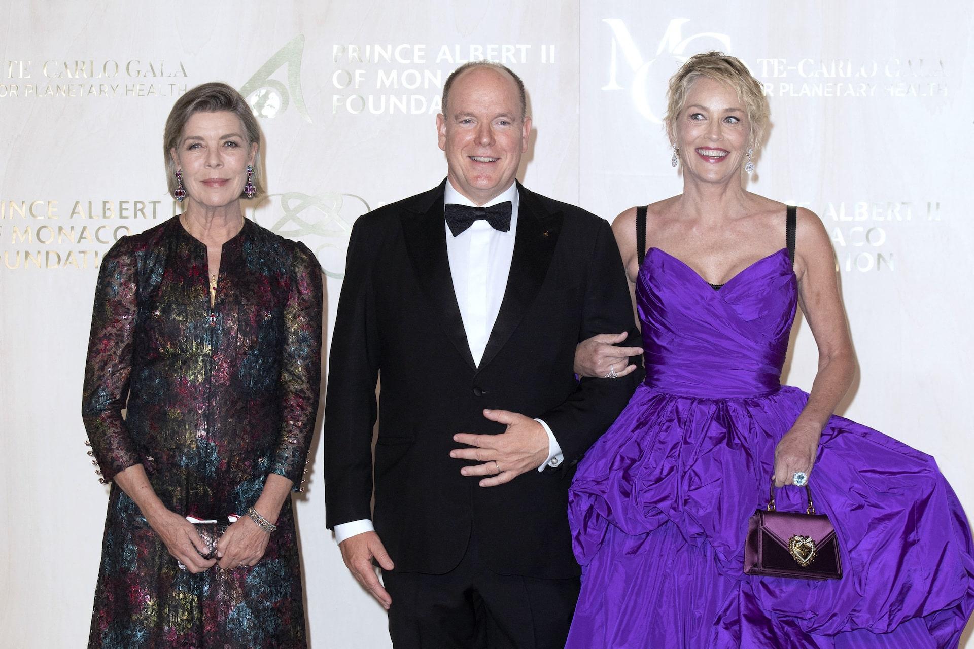 Fürst Albert erscheint mit Sharon Stone bei Gala