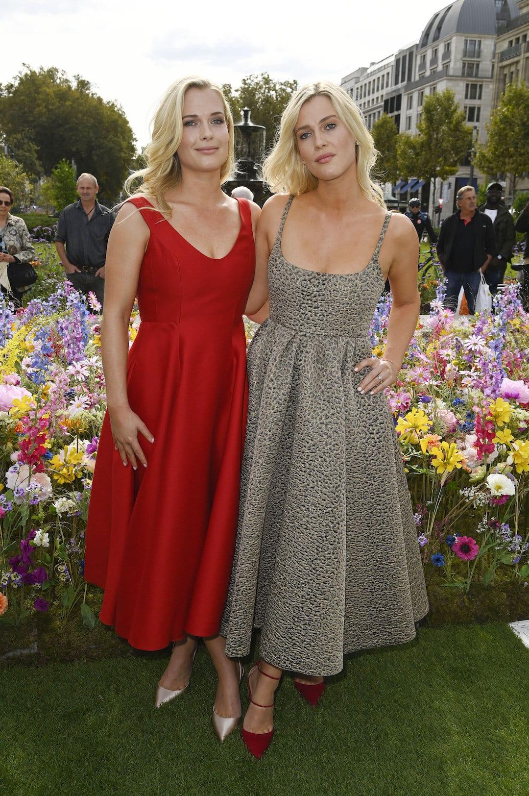 Eliza Spencer (li.) und ihre Zwillingsschwester Amalia Spencer beim Dior-Event.