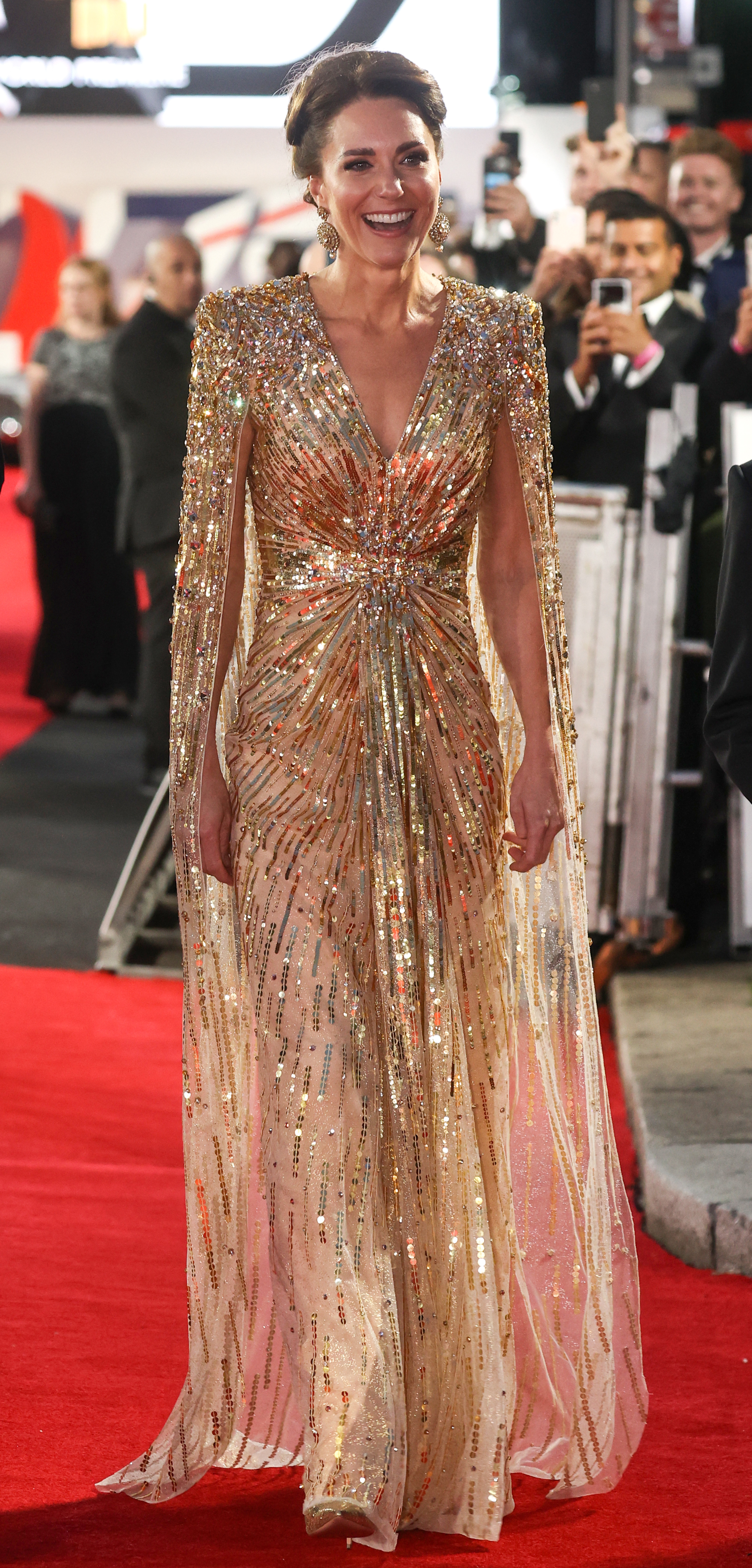 Herzogin Kate mit anderen Royals bei James-Bond-Premiere