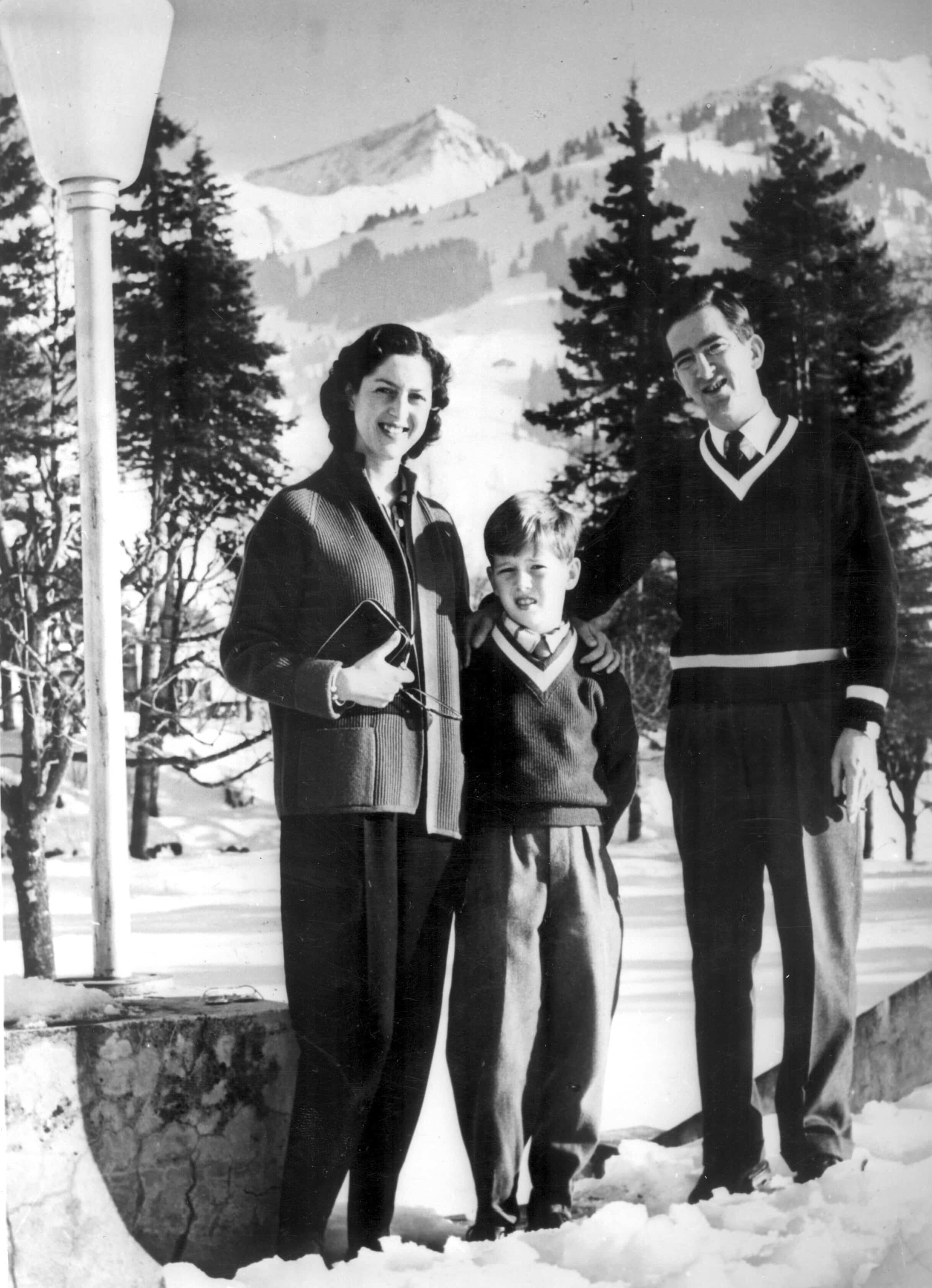 Kronprinz Alexander von Serbien mit seinen Eltern