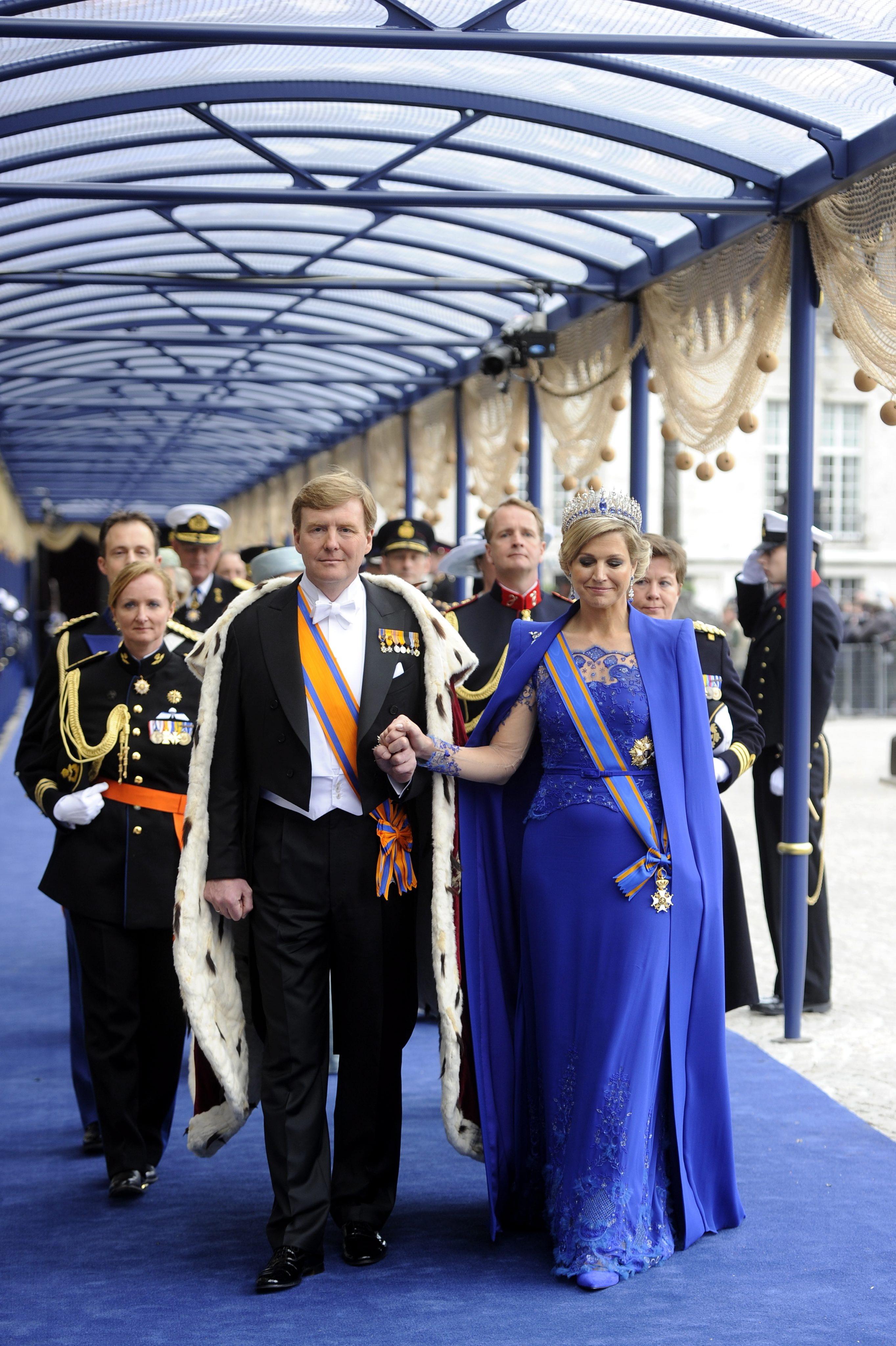 Königin Maxima im Cape-Kleid