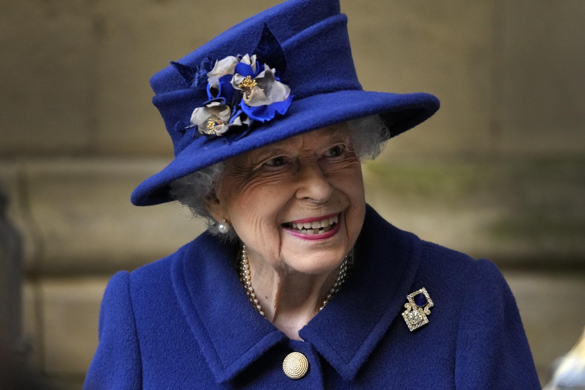 Queen Elizabeth blaues Kostüm
